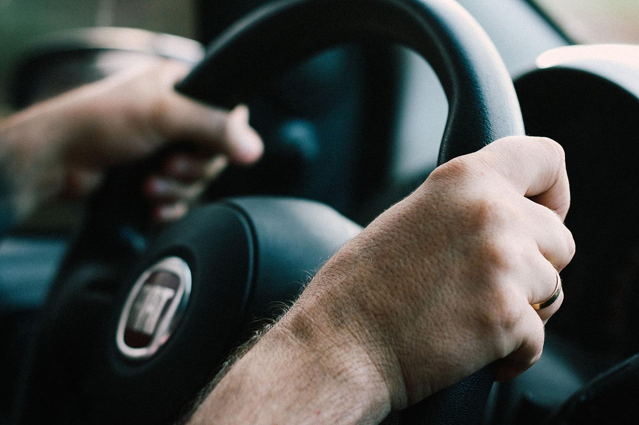 Esta es la forma correcta de tomar el volante