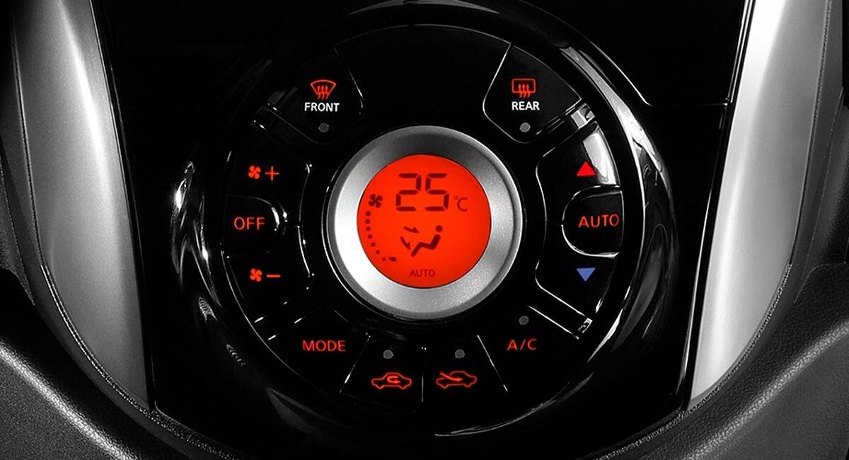 Nissan March Exclusive 2020  cuenta con aire acondicionado automático