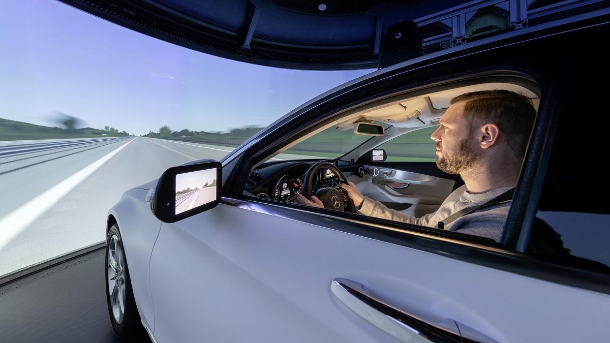Mercedes-Benz manejo virtual