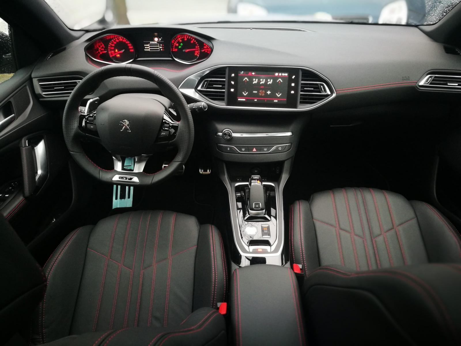 El Peugeot 308 GT 2020 resena opiniones tiene un interior confortable