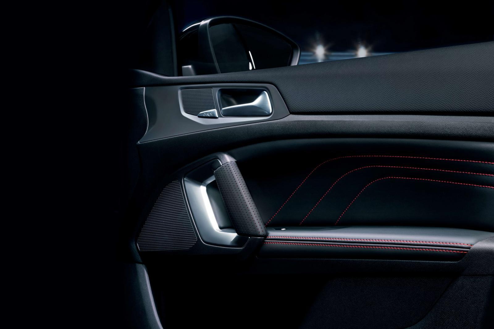 El interior del Peugeot 308 GT 2020 resena opiniones tiene costuras en contraste