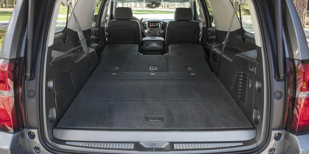 asientos abatibles de Chevrolet Suburban Premier 2020 permiten ampliar la capacidad de carga en la parte trasera