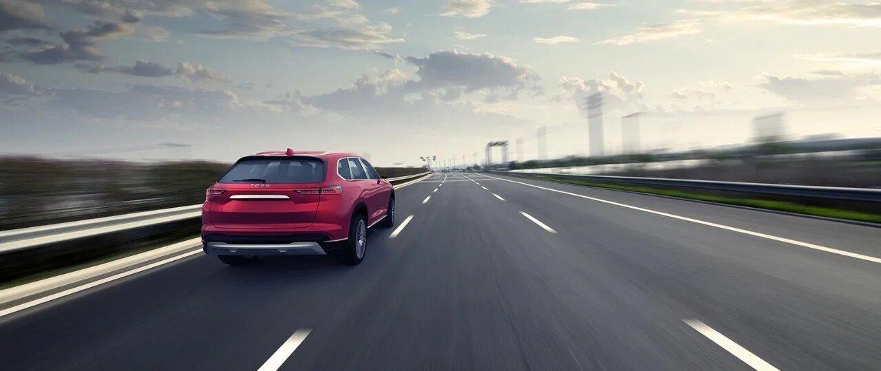 La configuración motriz de 395 caballos de fuerza permite acelerar de 0 a 100 km/h en solo 4.8 segundos