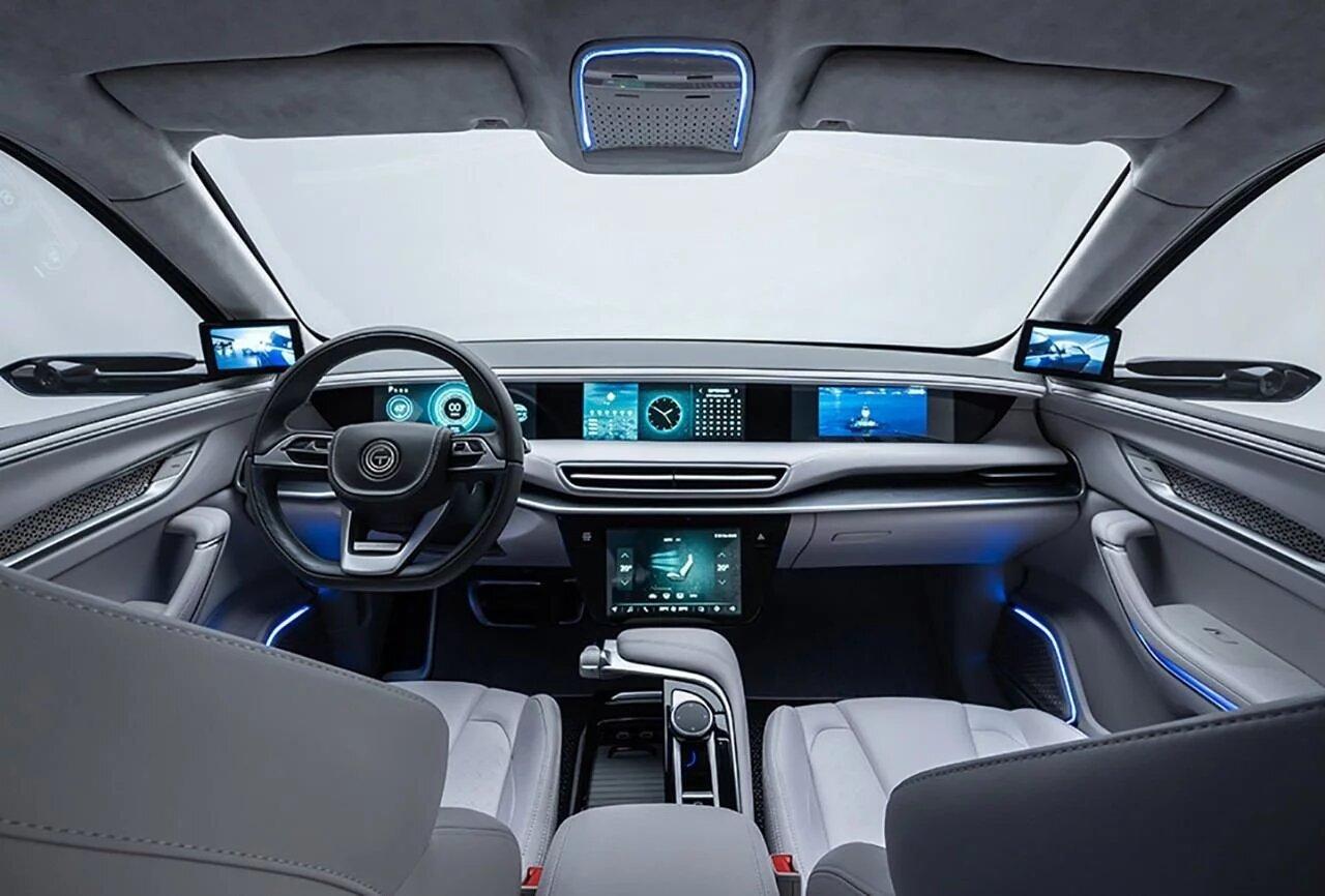 La cabina de los prototipos se caracteriza por incorporar varias pantallas en el tablero