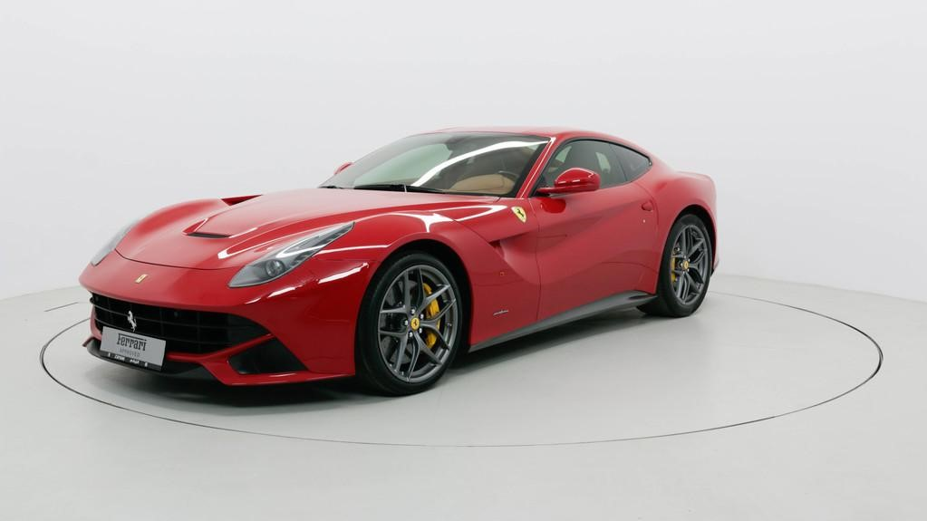 En su cochera se encuentra un Ferrari F12berlinetta