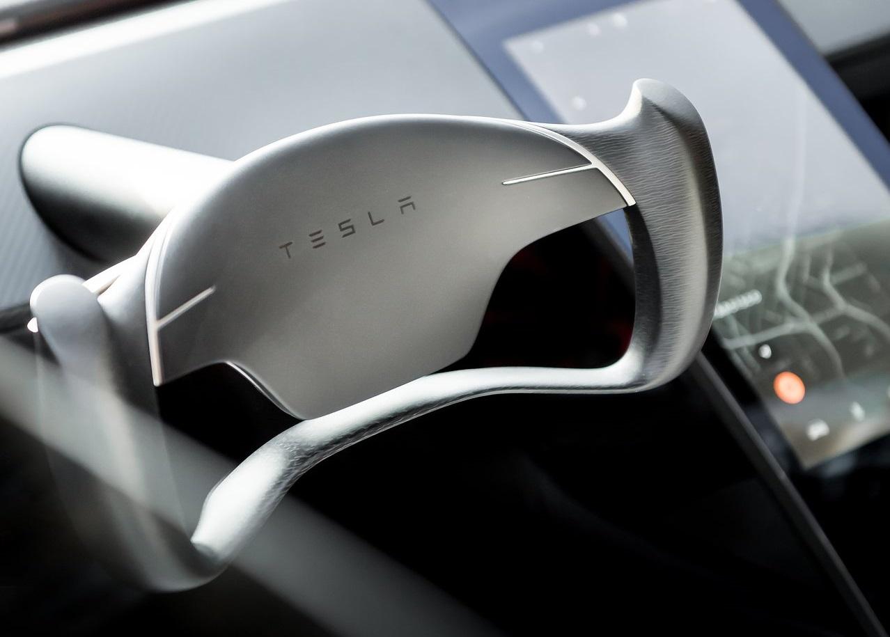 Tesla Roadster volante