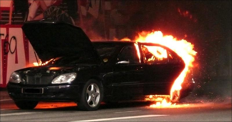 Las causas más comunes por las que se incendia un auto