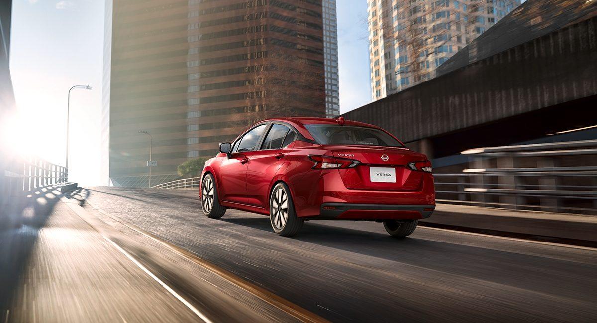 Nissan Versa: Elementos que debes revisar a los 10,000 kilómetros y precios de servicios