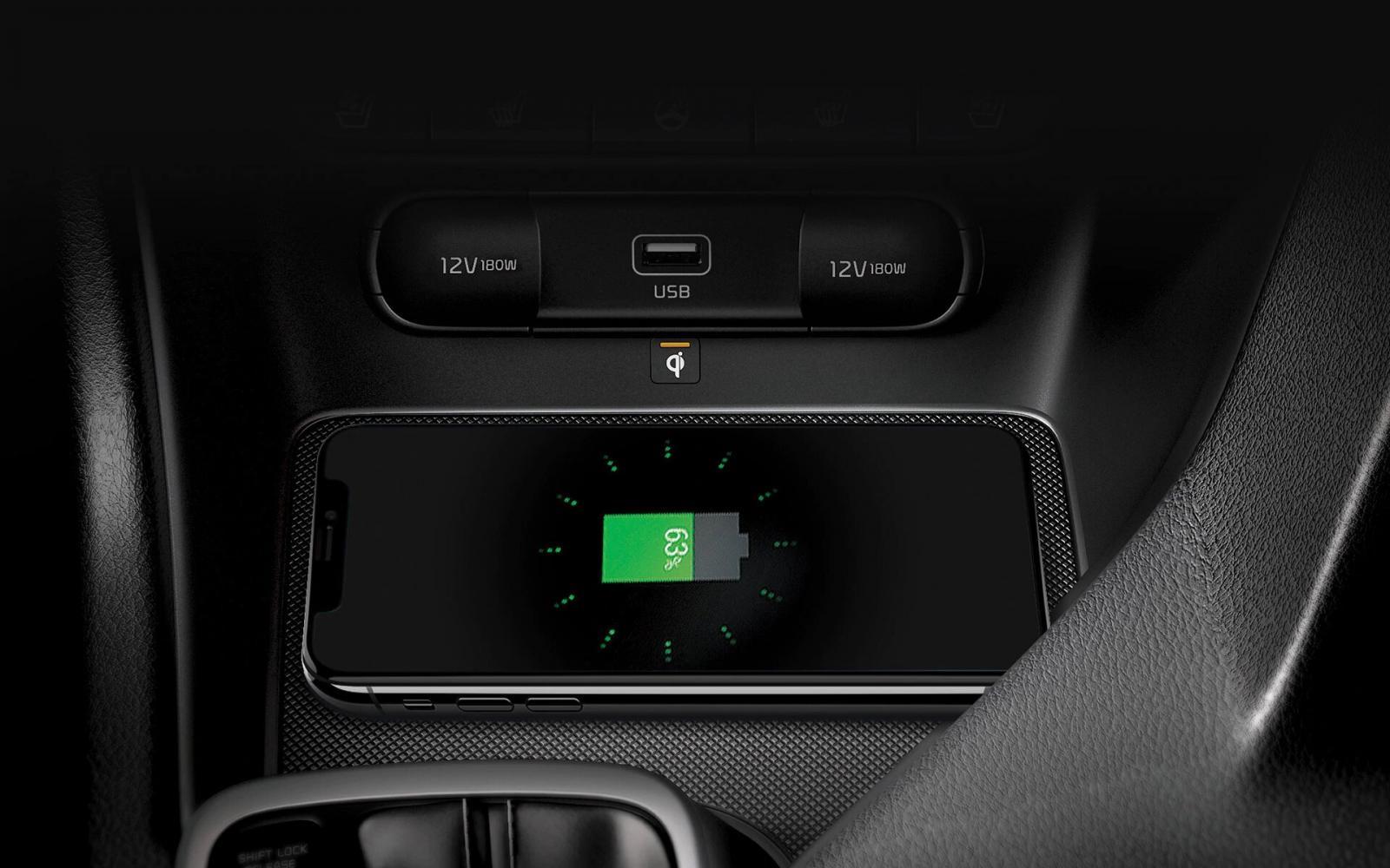 Kia Sportage SXL 2020 resena opiniones Tiene cargador inalámbrico, una característica muy útil para el día a día