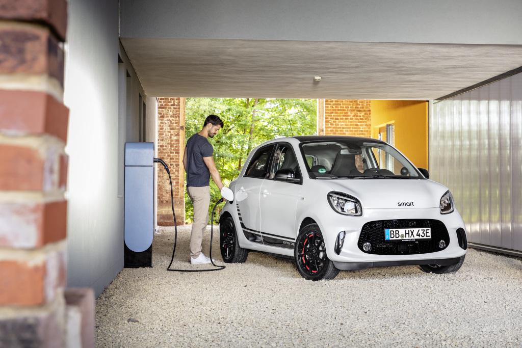 Alianza entre Mercedes-Benz y Geely traerá de regreso a Smart
