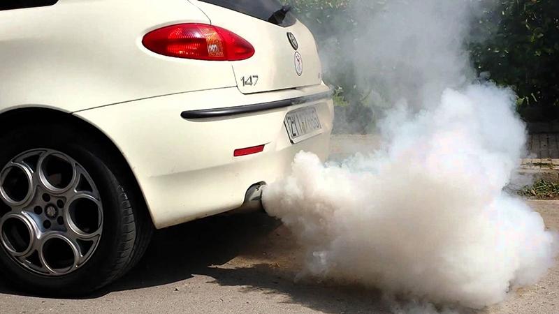 Auto con humo