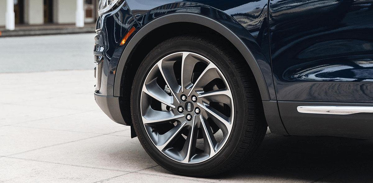 Lincoln Nautilus Reserve 2020 Reseña Inspira confianza debido a sus múltiples asistencias para la conducción