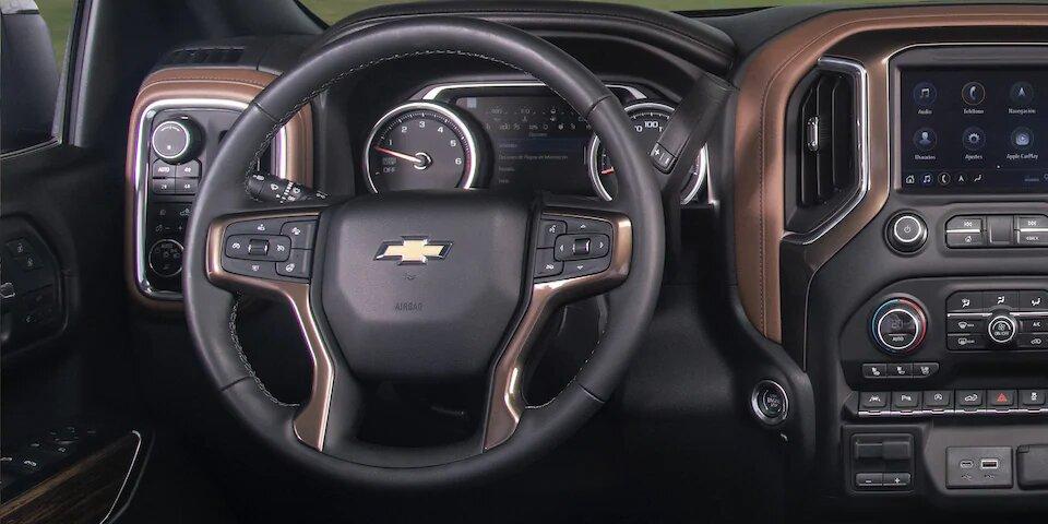 La conducción de Chevrolet Cheyenne High Country 2020 resena está orientada al confort de los pasajeros