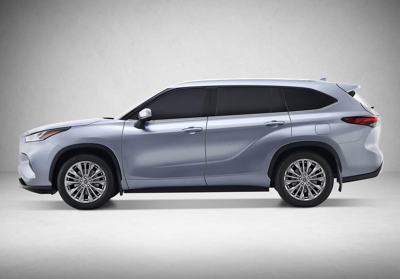 La Toyota Highlander 2020 tiene una parrilla con acentos cromados