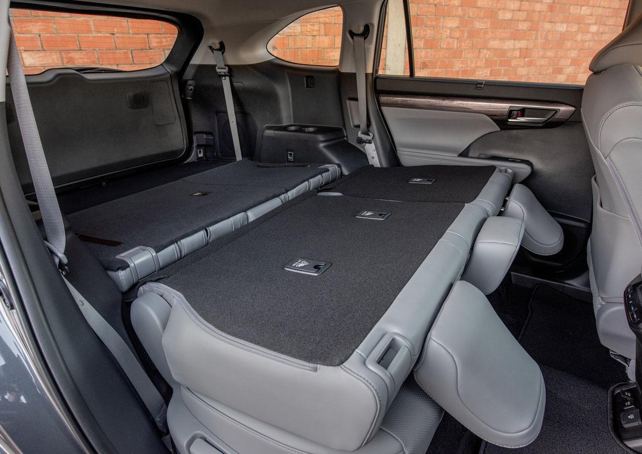 La Toyota Highlander 2020 tiene asientos en piel perforada
