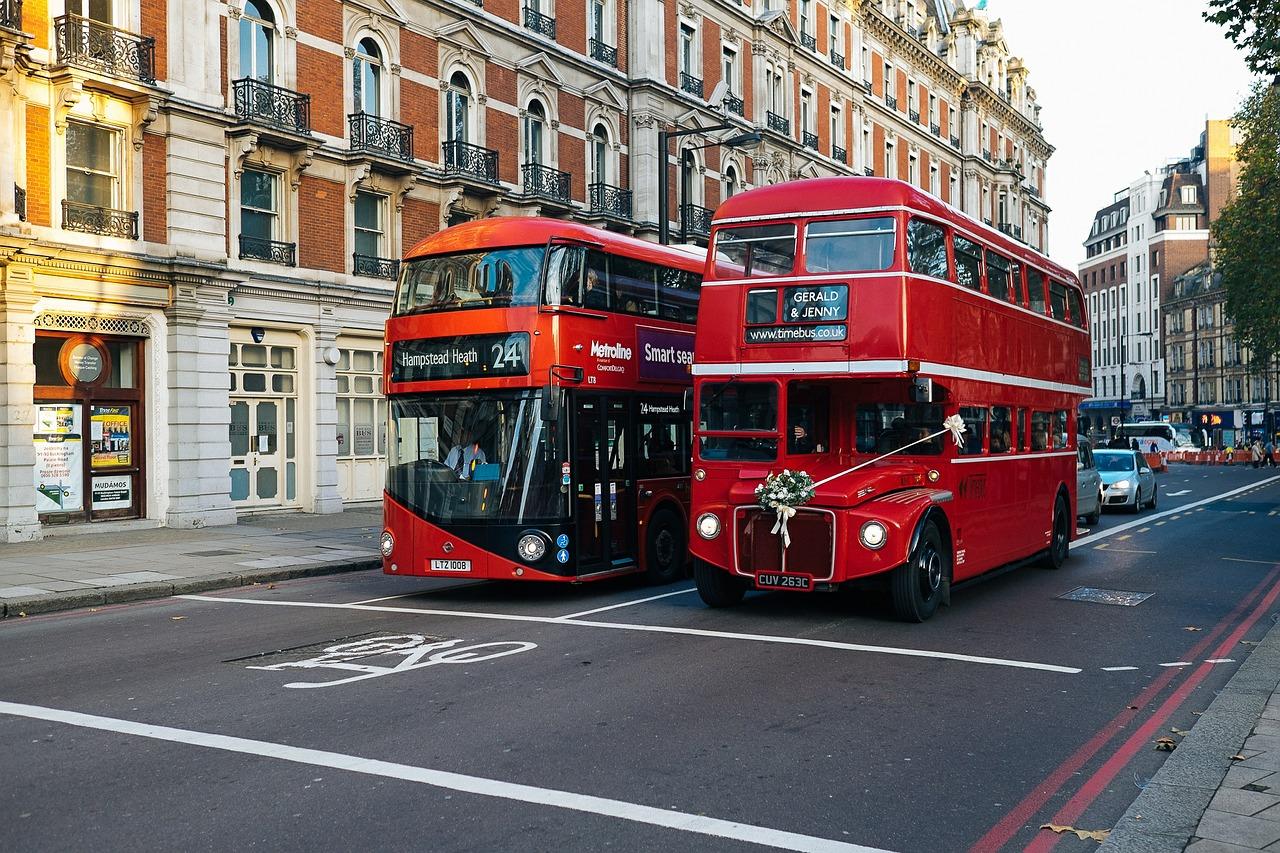Reino Unido prohibirá la venta de autos de combustión para 2035