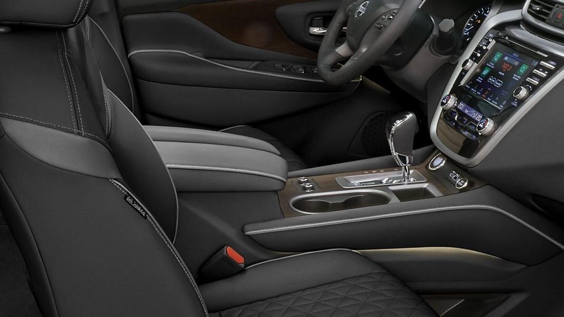 El habitáculo Nissan Murano Exclusive AWD 2020 resena opiniones presume compartimentos interiores de buen tamaño para guardar nuestras pertenencias