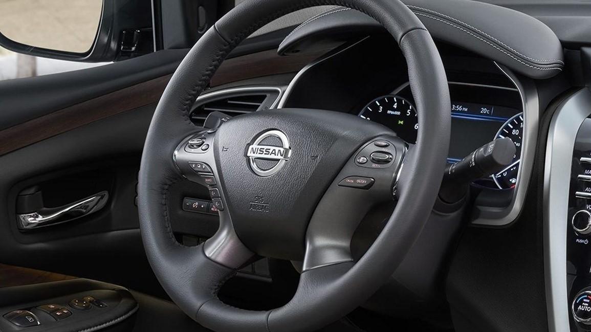 El volante Nissan Murano Exclusive AWD 2020 resena opiniones, así como los asientos, está forrado de piel