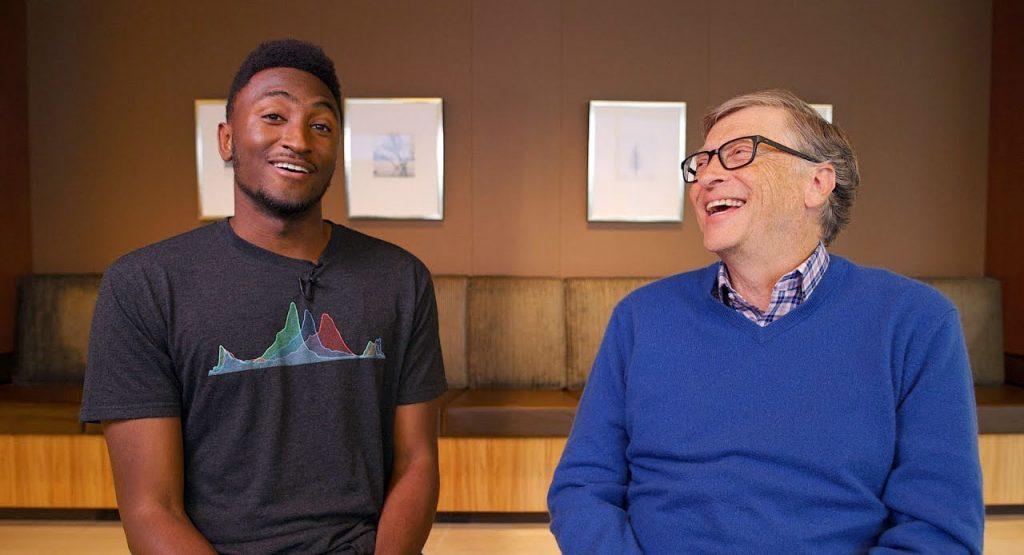 Maques Brownlee y Bill Gates