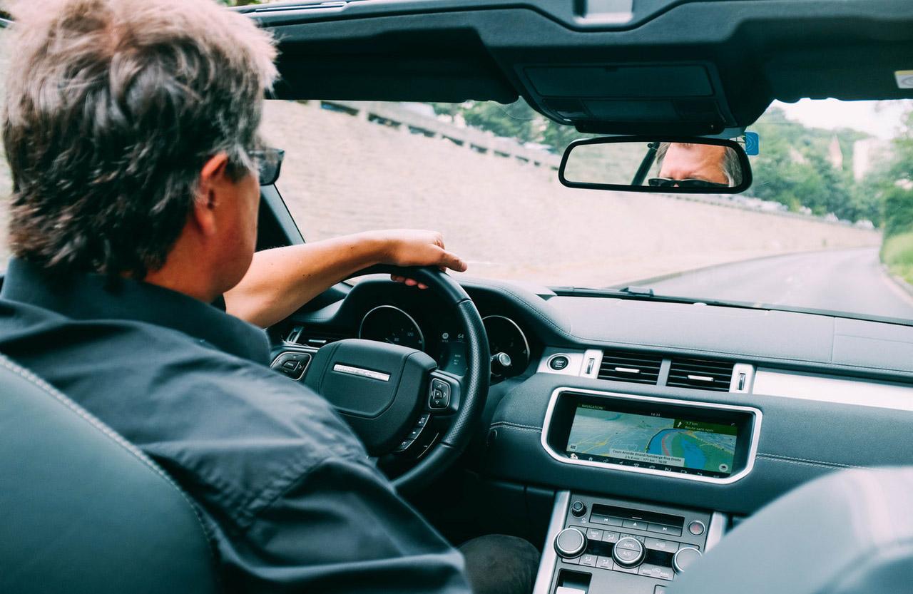 Cuando tienes que manejar un auto prestado debes estar protegido