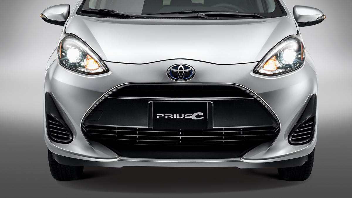 Toyota Prius C 2020 resena opiniones Lleva parrilla en negro y faros alargados