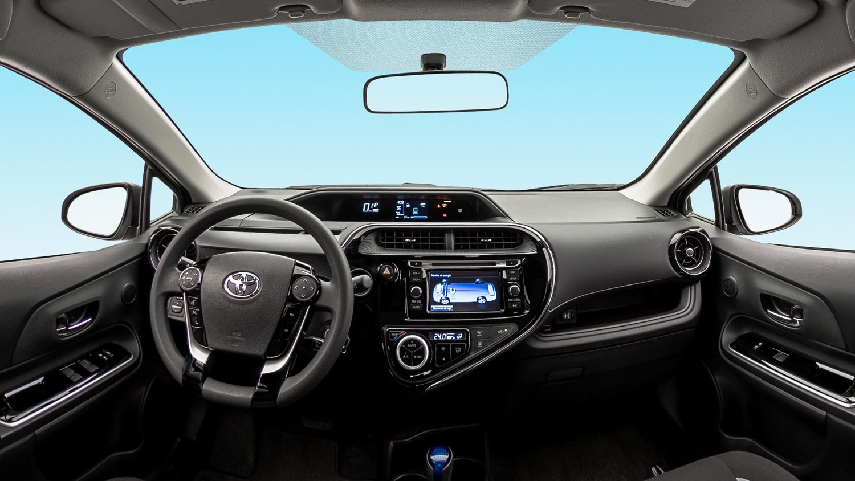Toyota Prius C 2020 resena opiniones Predomina el uso de materiales duros en el interior