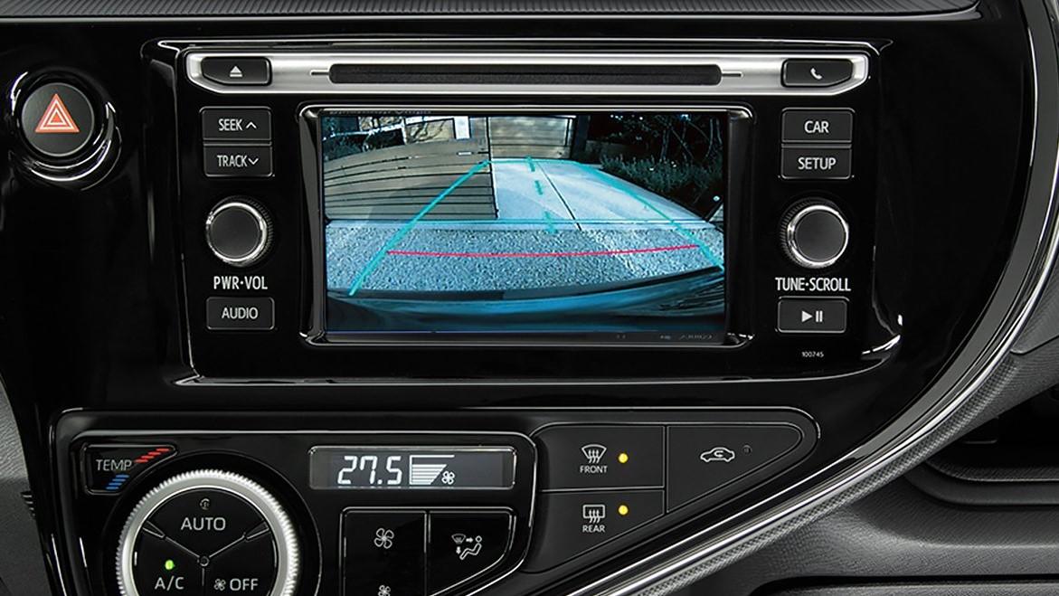 La cámara de reversa Toyota Prius C 2020 resena opiniones ayuda con las maniobras de estacionamiento