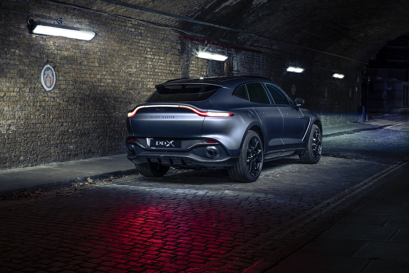 Aston Martin DBX by Q, la SUV inglesa se pone misteriosa