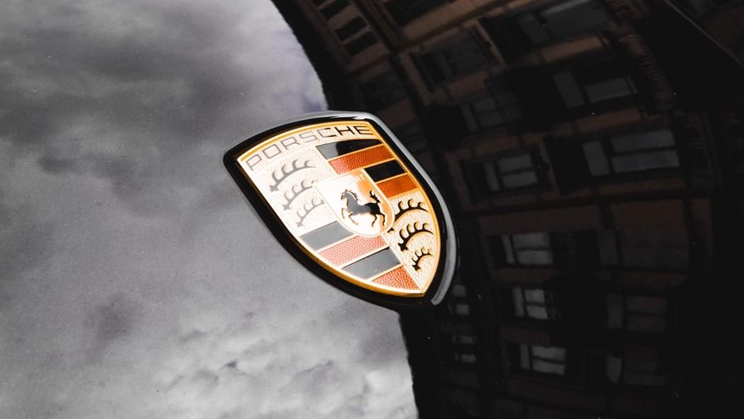 Porsche considera que todavía no es tiempo de aventurarse con un superdeportivo enteramente eléctrico