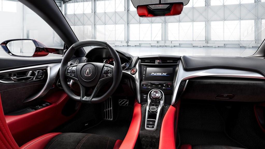 En el interior Acura NSX 2020 precio en México encontramos insertos de fibra de carbono