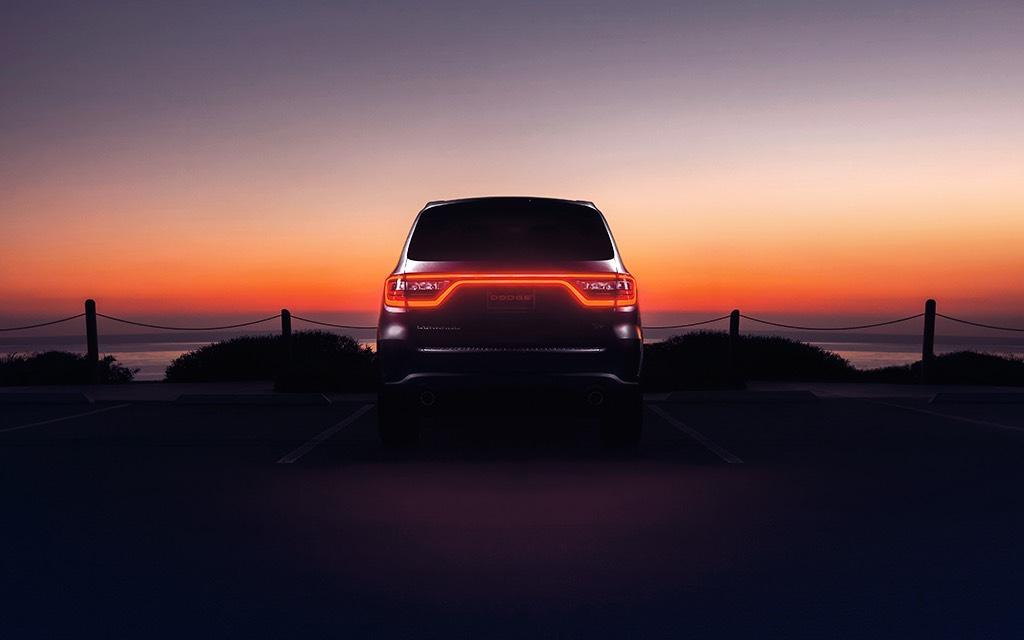 Sus luces frontales y traseras con tecnología LED Dodge Durango R/T 2020 resena opiniones le dan un toque tecnológico