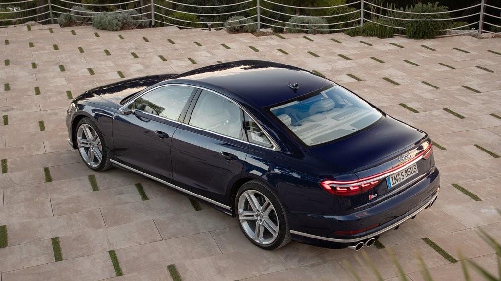 Audi S8 TFSI 2020 resena opiniones Tiene un sistema de escape con tubos ovalados que resaltan su espíritu deportivo