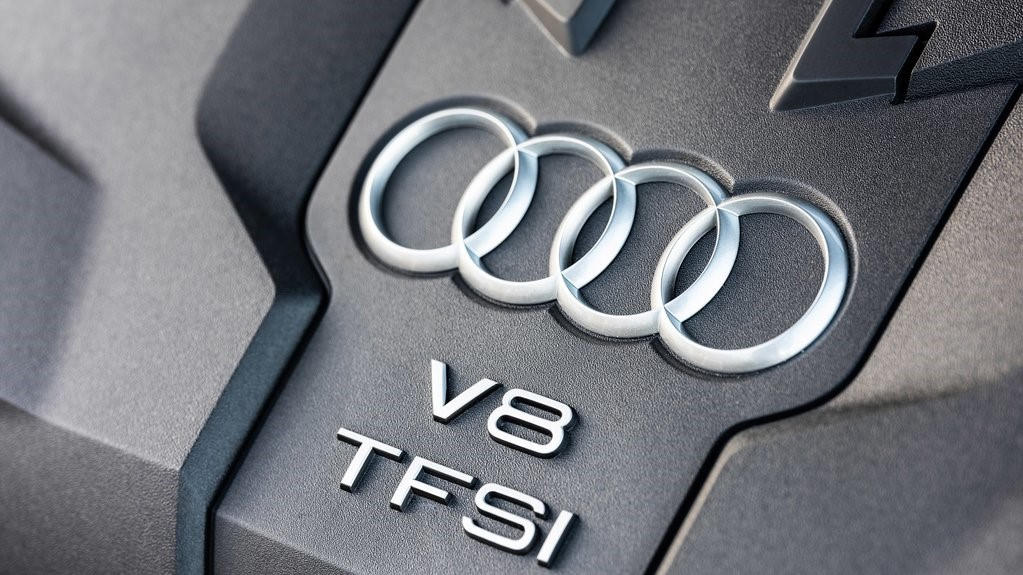 Su motor V8 twin turbo Audi S8 TFSI 2020 resena opiniones despliega una potencia de 571 caballos de fuerza