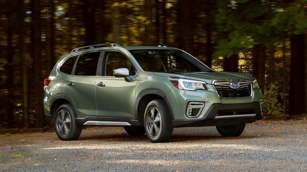 Los espejos laterales satinados Subaru Forester Touring 2020 resena opiniones son un rasgo distintivo