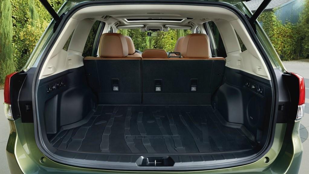 Subaru Forester Touring 2020 resena opiniones Tiene un interior muy espacioso, tanto para los pasajeros como para guardar el equipaje