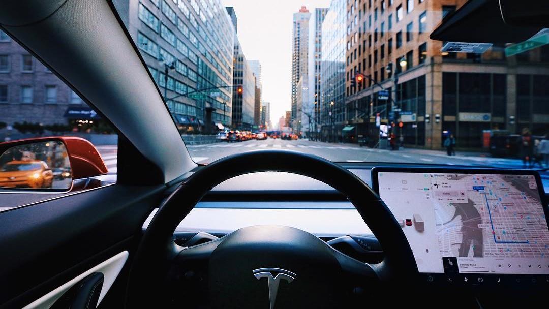 Tesla aceptó cerrar algunas de sus instalaciones ante la contingencia sanitaria