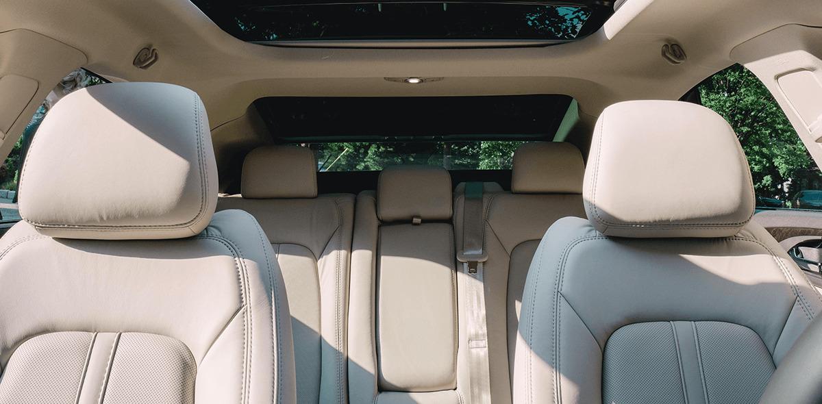 La tapicería de los asientos Lincoln MKZ Reserve 2020 resena opiniones es de piel microperforada