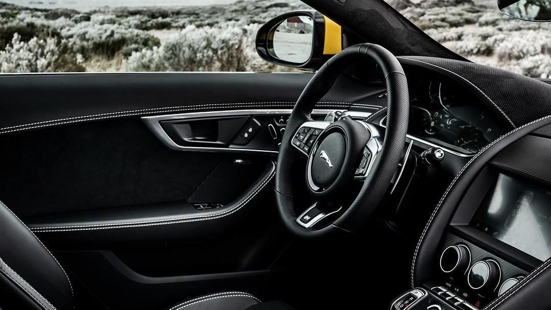 Jaguar Land Rover tiene una relación de muchos años con la Cruz Roja