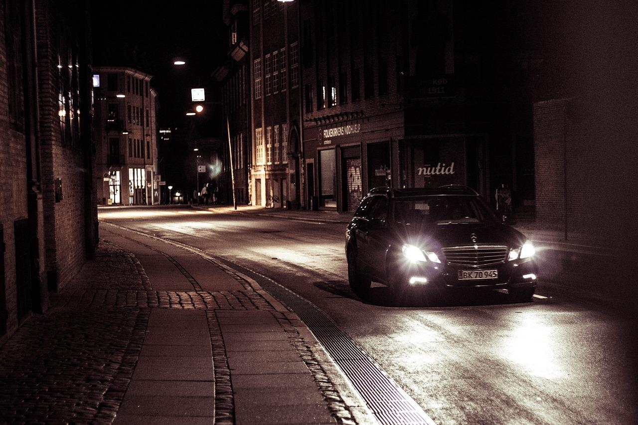 Manejar de noche requiere cuidado