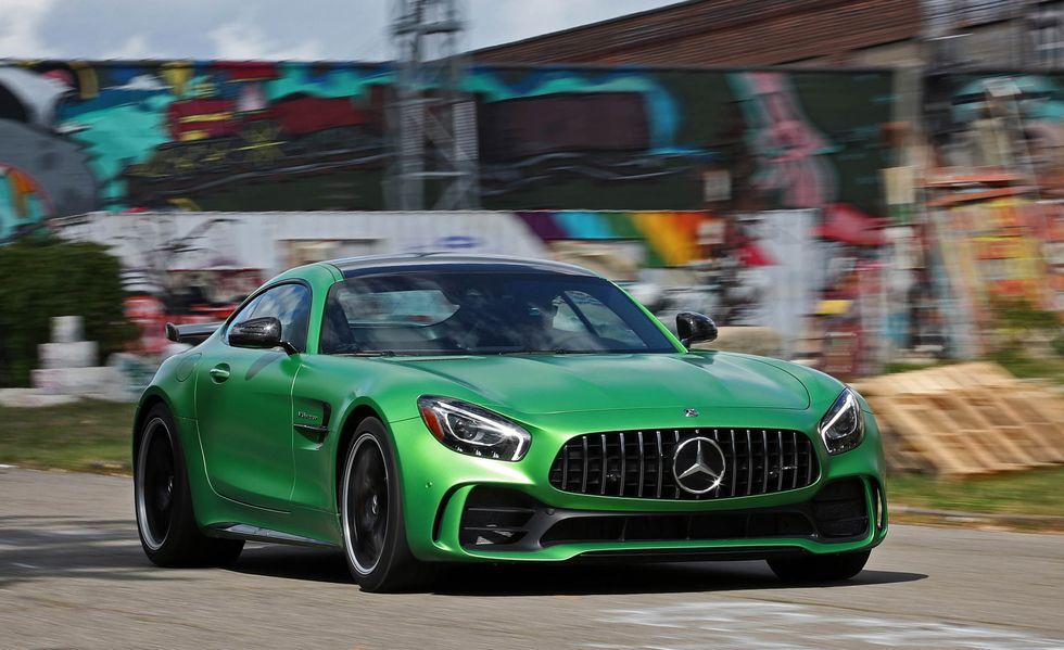 Mercedes AMG GT R es un auto diseñado para correr