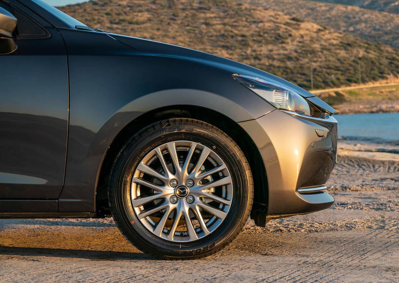El Mazda 2 Hatchback i Grand Touring AT 2020 resena opiniones tiene un frente renovado