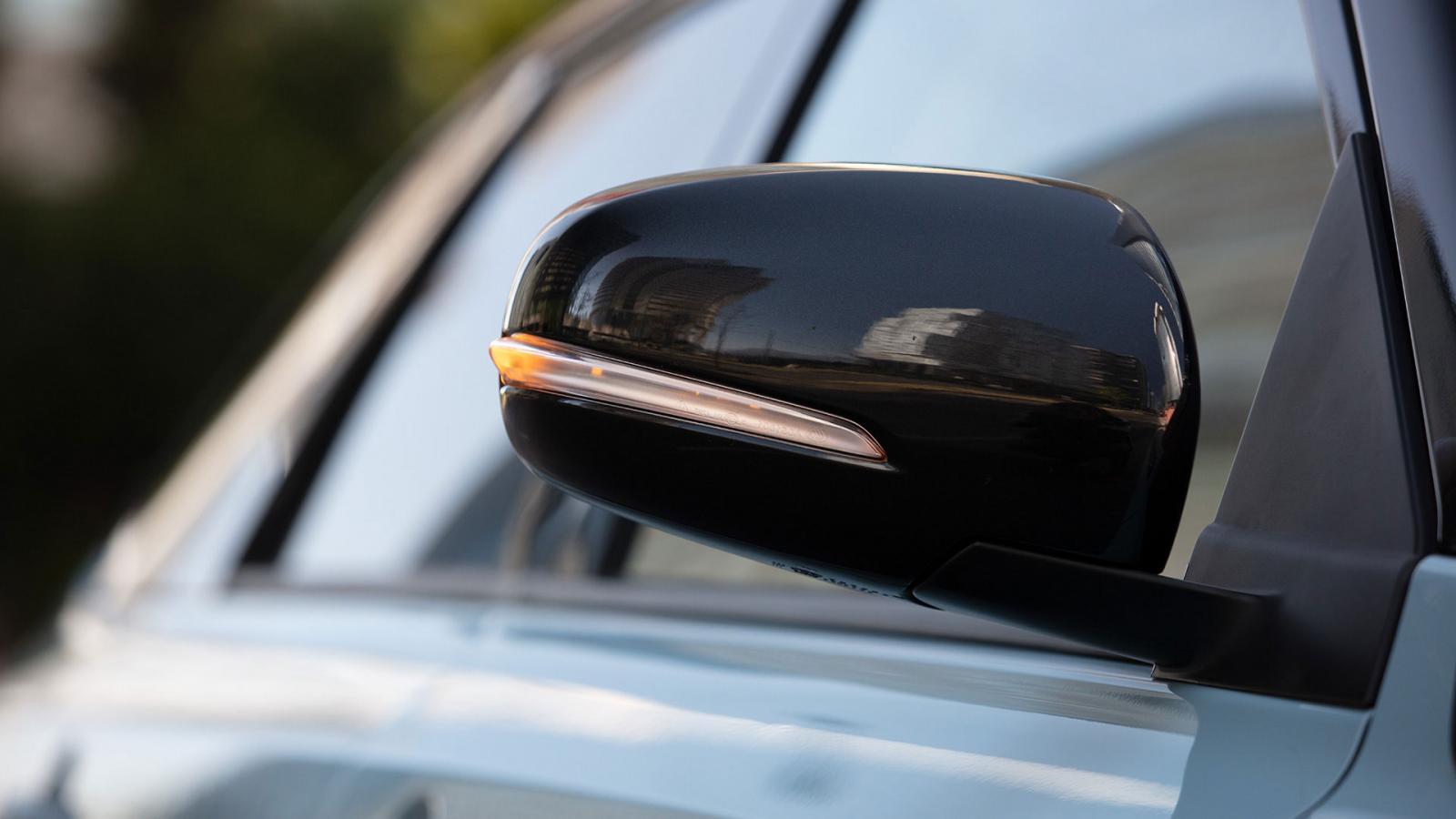 Suzuki Vitara Boosterjet All Grip 2020 resena opiniones Cuenta con direccionales integradas a los espejos, los cuales también llevan desempañador