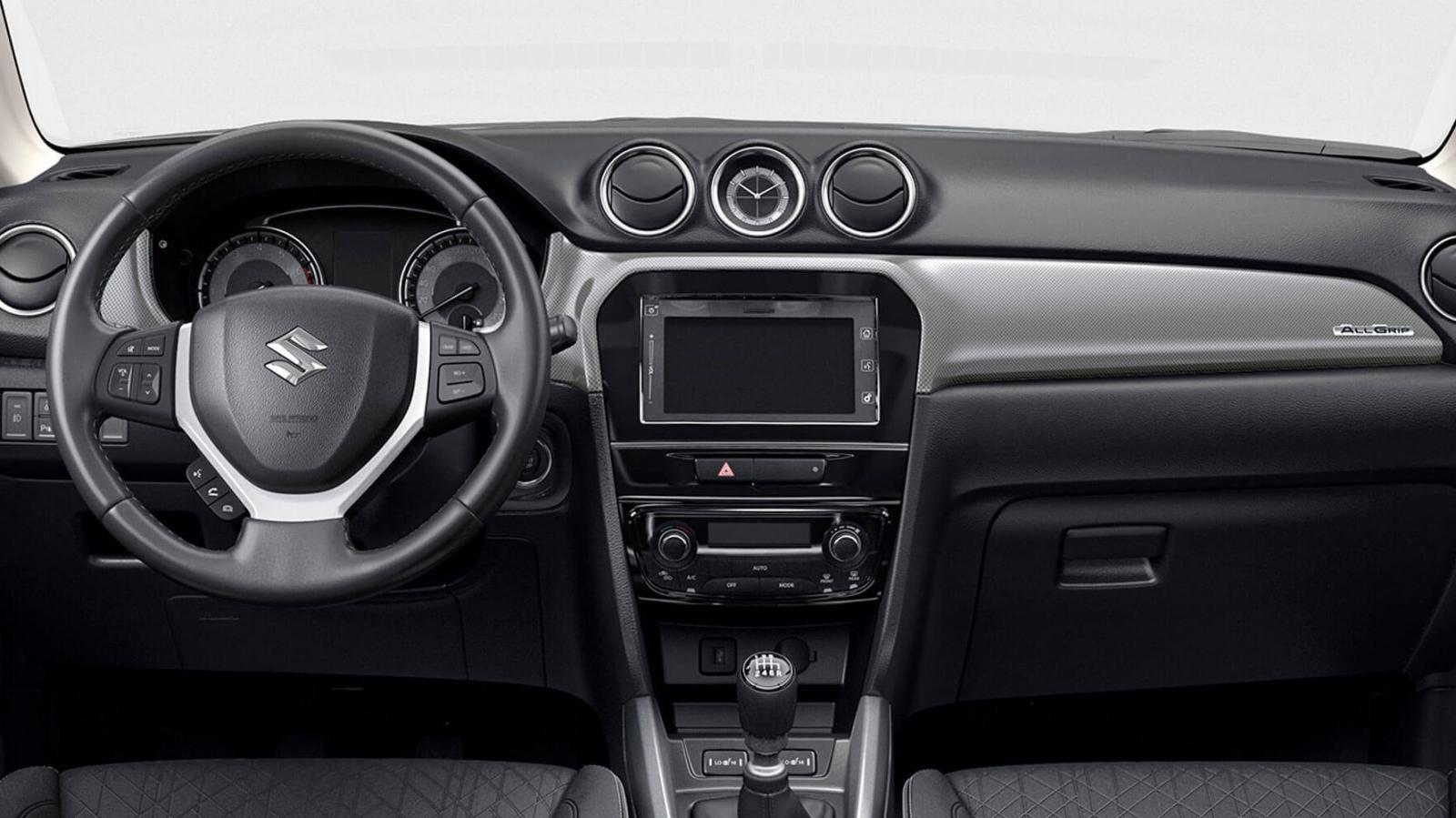 La Suzuki Vitara Boosterjet All Grip 2020 resena opiniones lleva superficies plásticas suaves e insertos de piel en algunas zonas