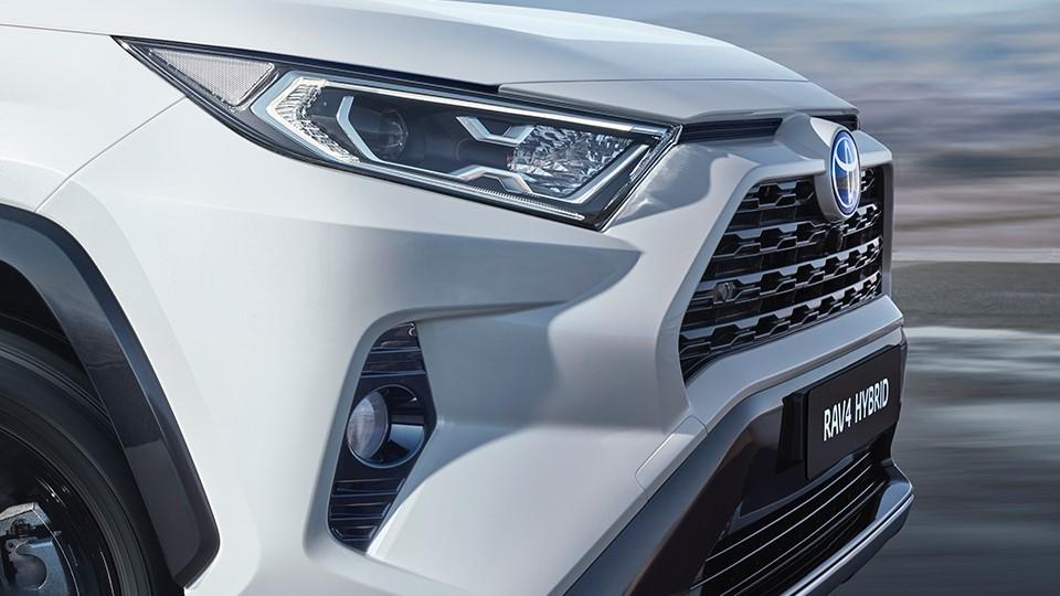 La parrilla le aporta gran personalidad Toyota RAV4 Hybrid 2020 resena opiniones en el diseño frontal