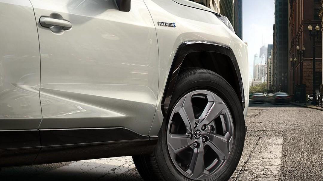 Toyota RAV4 Hybrid 2020 resena opiniones Tiene rasgos que le dan un toque agresivo y enérgico