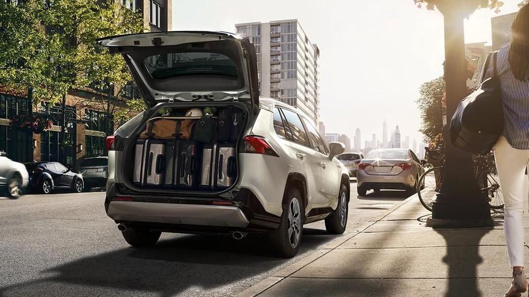 La Toyota RAV4 Hybrid 2020 resena opiniones es una camioneta eficiente, elegante, moderna y segura