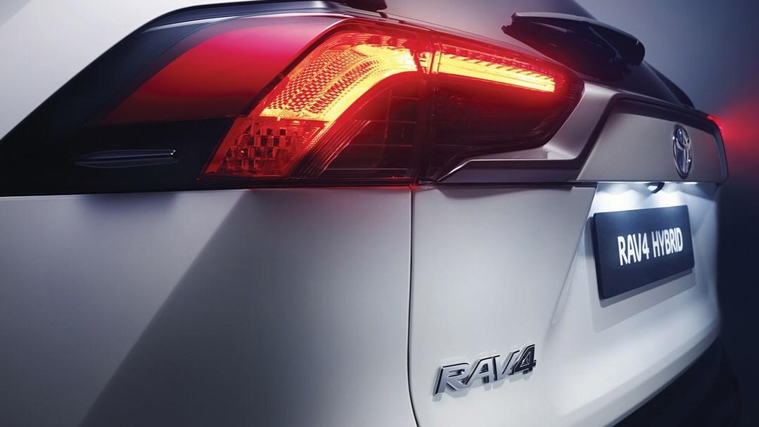 La Toyota RAV4 Hybrid 2020 resena opiniones va bien equipada en el exterior