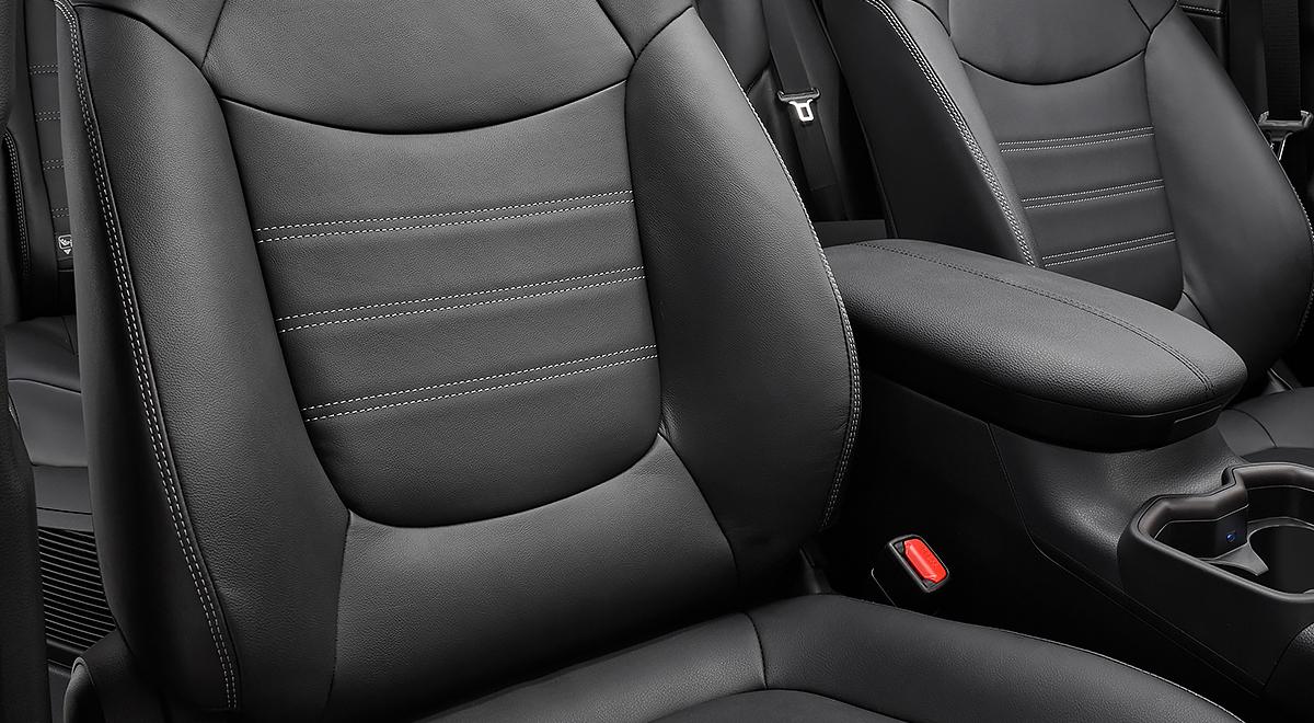 Toyota RAV4 Hybrid 2020 resena opiniones Cuenta con asientos tapizados de piel