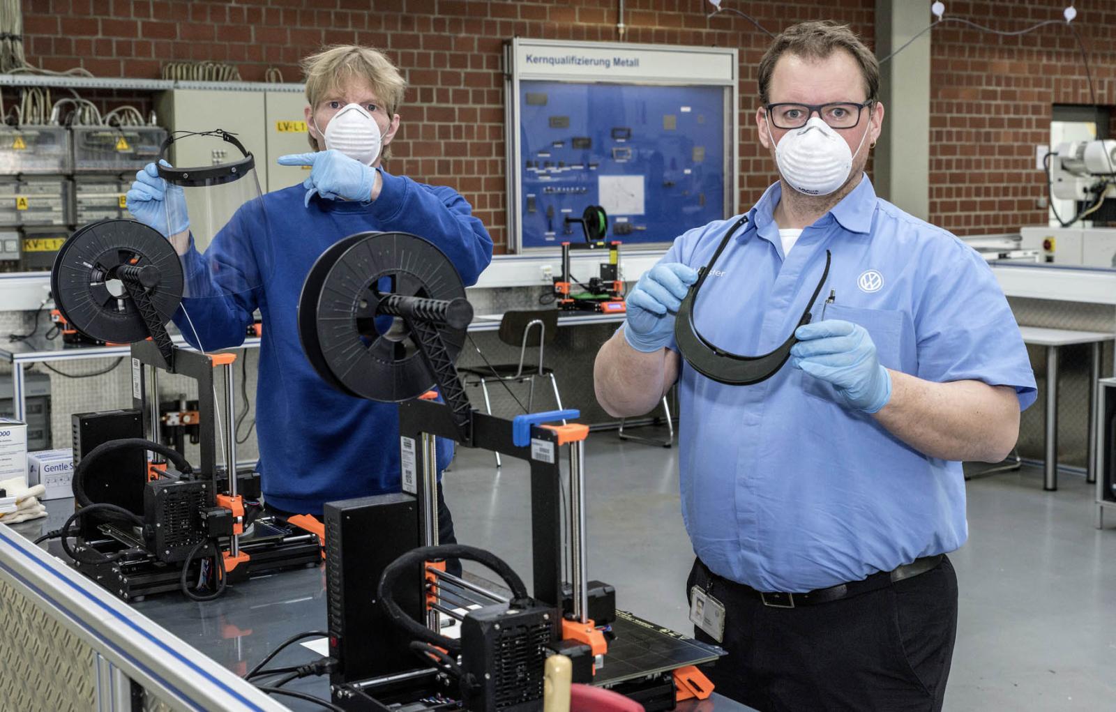 Volkswagen produce soportes para caretas por impresión 3D