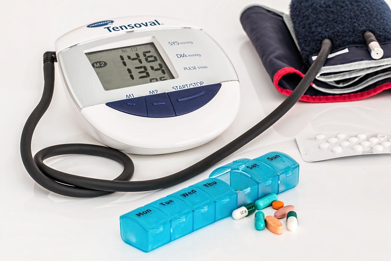 Se aconseja que laspersonas hipertensas no manejen solas